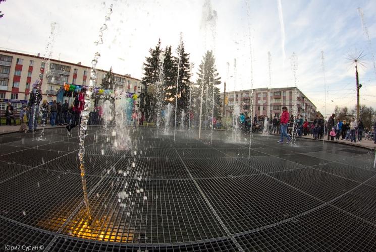 fontan-na-komsomolskoj-ploshhadi-v-tveri-2013-34