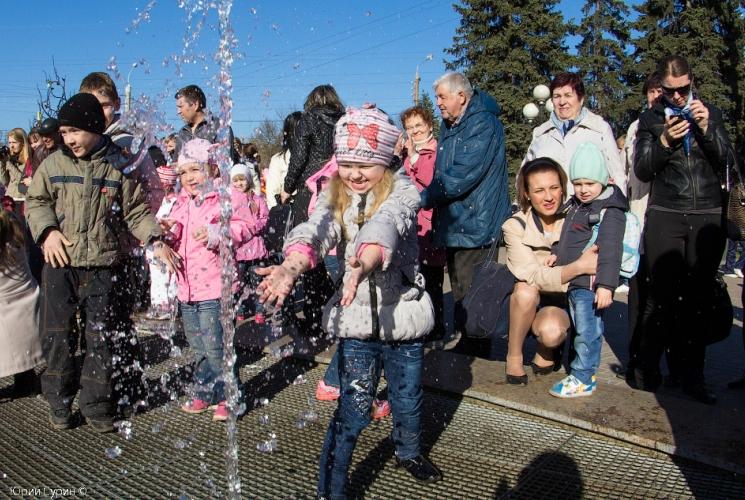 fontan-na-komsomolskoj-ploshhadi-v-tveri-2013-4_0