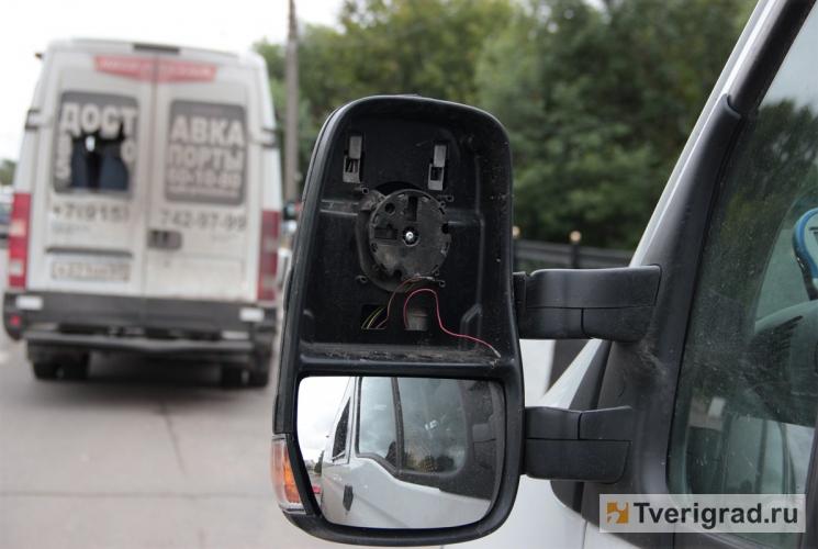 ...сотрудники тверской полиции задержали молодого человека, подозреваемого в нападении на автобусы маршрутного такси.