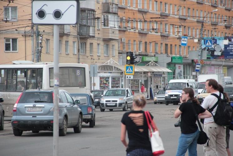 Проезд на мигающий жёлтый.  В Твери на площади Капошвара 16 июля начали в тестовом режиме работать новые светофоры.