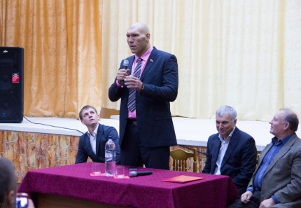 nikolai-valuev-in-tver-4