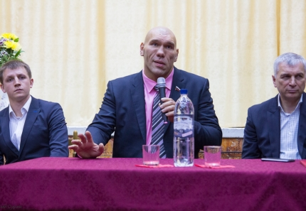 nikolai-valuev-in-tver-7