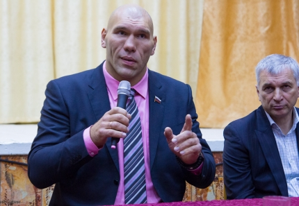 nikolai-valuev-in-tver-9
