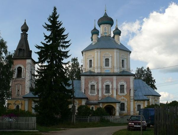 Спасо-Преображенская церковь летом