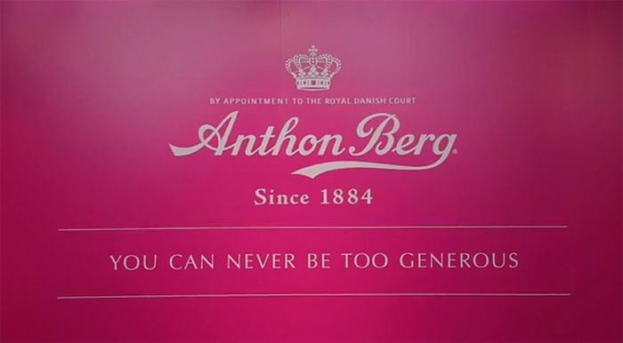 В магазине шоколада Anthon Berg покупатели расплачиваются добрыми делами   |