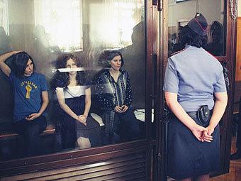 Надежда Толоконникова, Мария Алехина и Екатерина Самуцевич