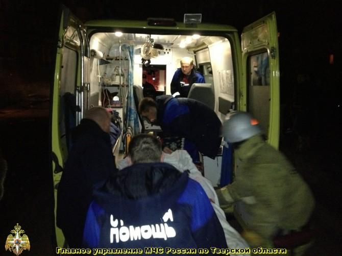 В Твери пожарные спасли из огня пожилую женщину