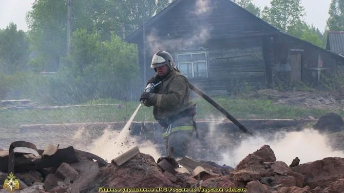 Спасателям удалось ликвидировать крупный пожар в Тверской области