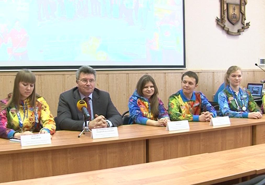 Тверские волонтеры и ректор ТвГУ Андрей Белоцерковский