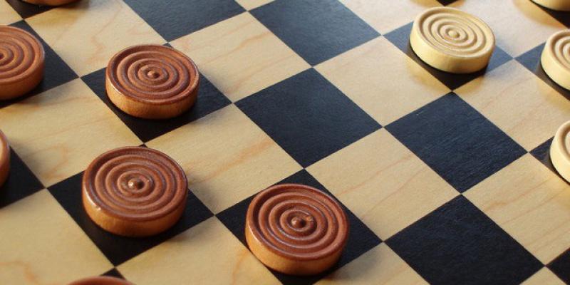 На турнире по международным шашкам