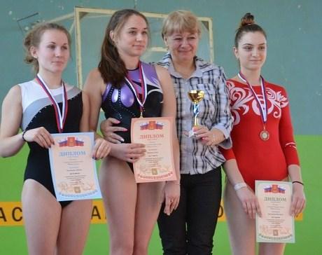 Ольга Воронина (на снимке вторая слева) - чемпионка Тверской области по спортивной гимнастике