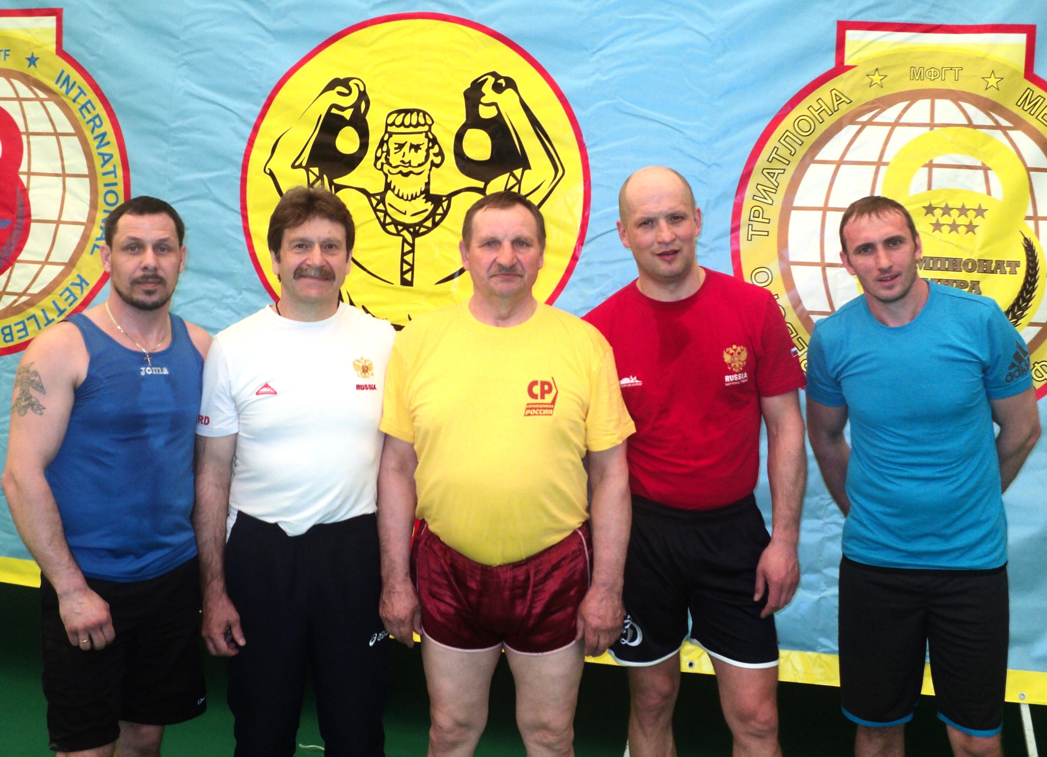 Тверские гиревики в Керчи. Николай Капошко и Алексей Воронин (третий и четвертый слева)
