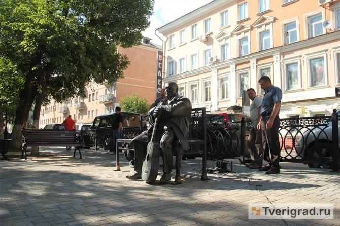 Памятник Кругу на Радищева