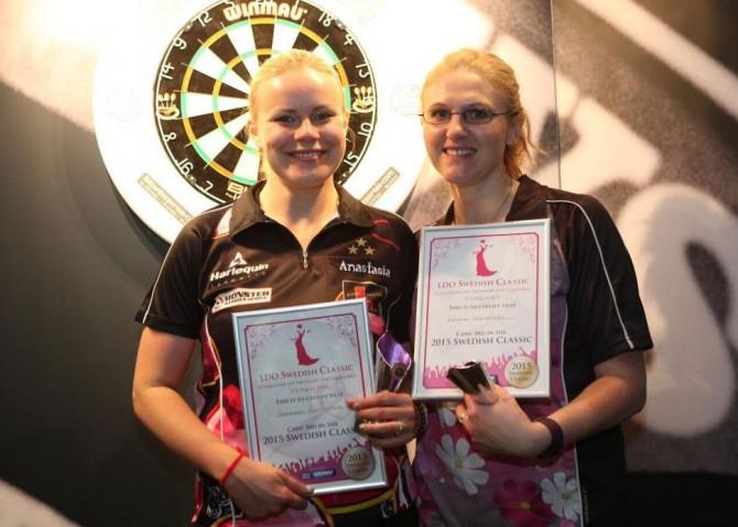 Анастасия Добромыслова (на снимке слева) - призер чемпионата Швеции