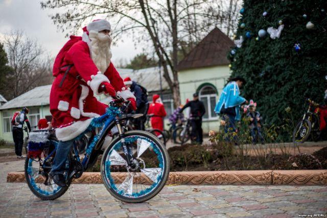 На Днепропетровщине  прошел предновогодний флешмоб на велосипедах