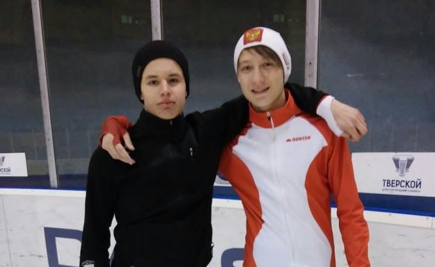 Станислав Дробин (на снимке справа)