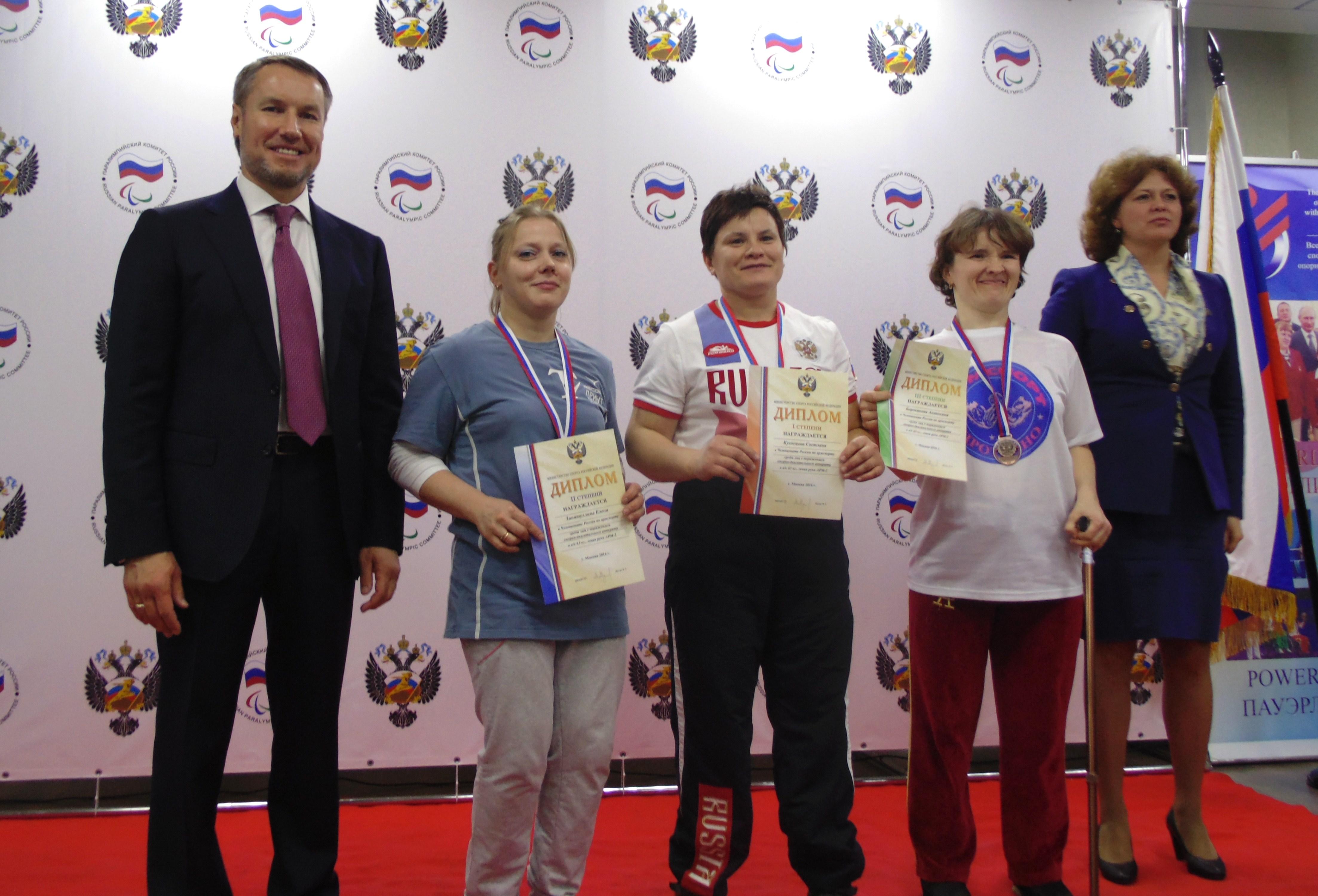 Елена Зинятуллина (на снимке вторая слева) - серебряный призер чемпионата России