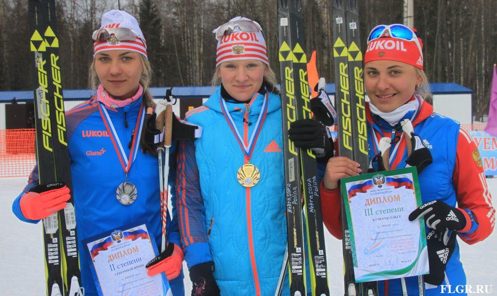 Ирина Северина (на снимке слева) - призер национальных соревнований