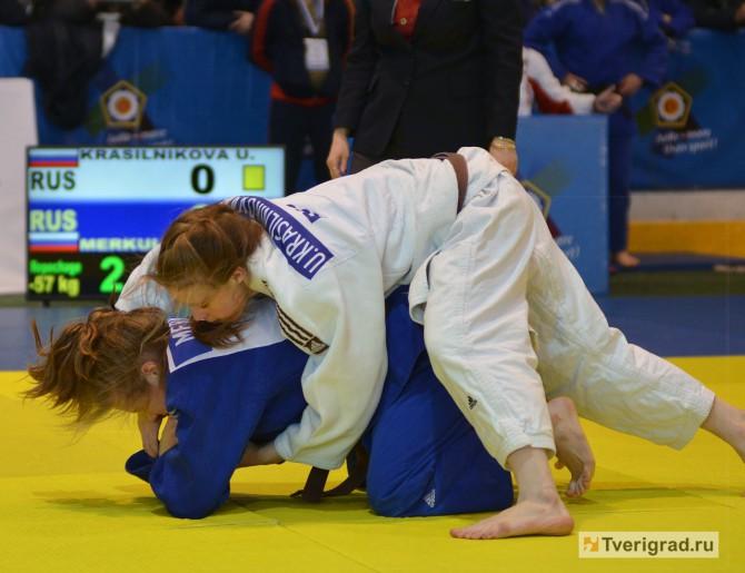 Ульяна Красильникова (на снимке в белом кимоно) - на Кубке Европы по дзюдо в Твери