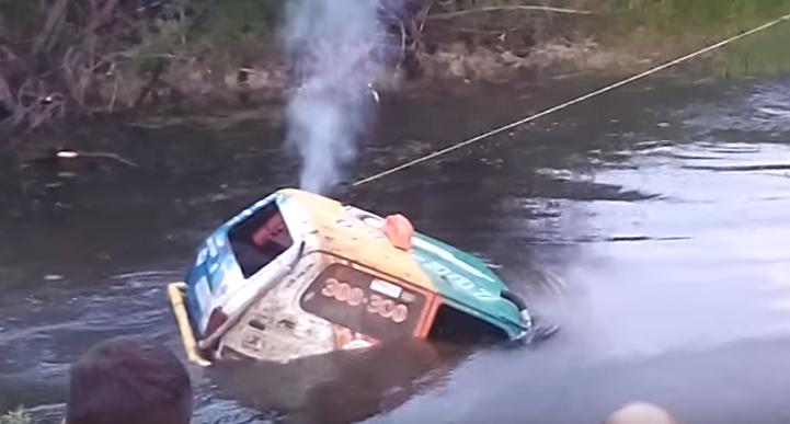 Под Тверью во время проведения «Offroadfest» утонул внедорожник