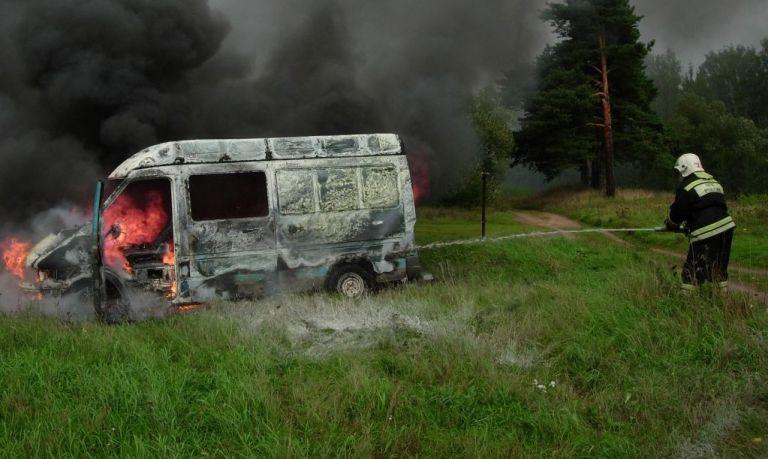 ВКонаковском районе впожаре вмикроавтобусе шофёр получил ожоги
