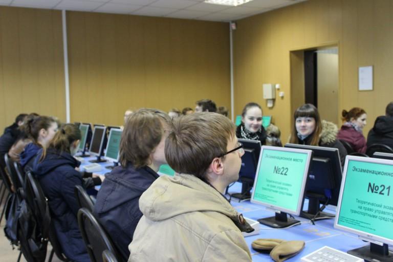 В РФ вступили всилу новые правила сдачи экзаменов направа