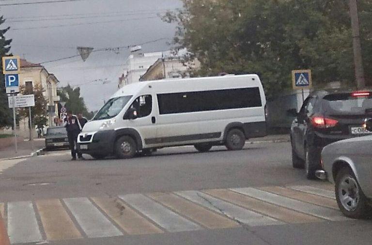 ВТвери маршрутка столкнулась сКамАЗом, есть пострадавшие