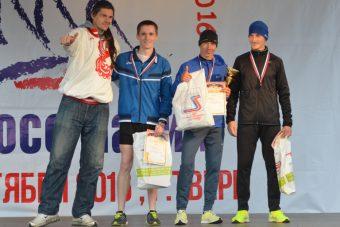 Сергей Котов (в центре) - победитель Кросса Нации в Твери