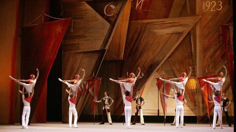 Смоляне увидят балет огромного театра набольшом экране