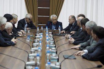 Владимир Васильев встретился с депутатами-однопартийцами в Заксобрании Тверской области