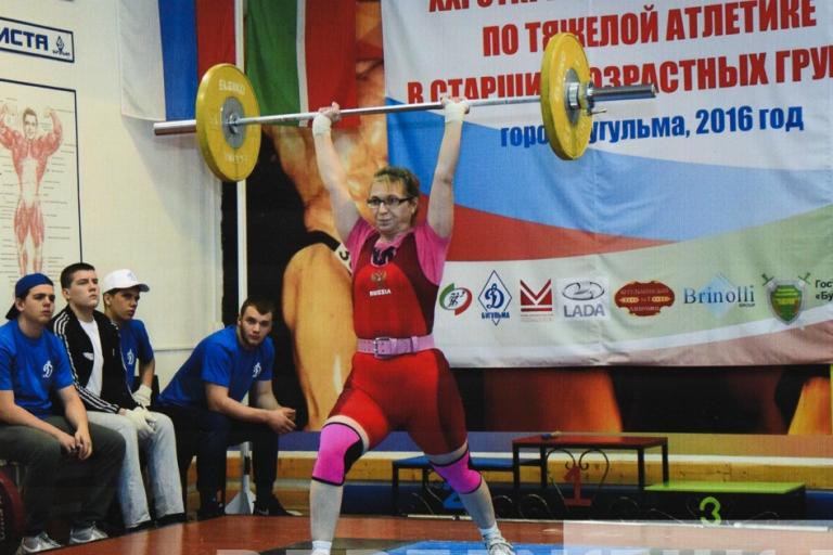 75-летний тяжелоатлет в20-й раз завоевал «золото» навсероссийских соревнованиях