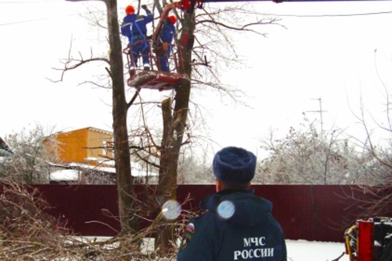 Неменее 30 населенных пунктов Тверской области остались без электричества