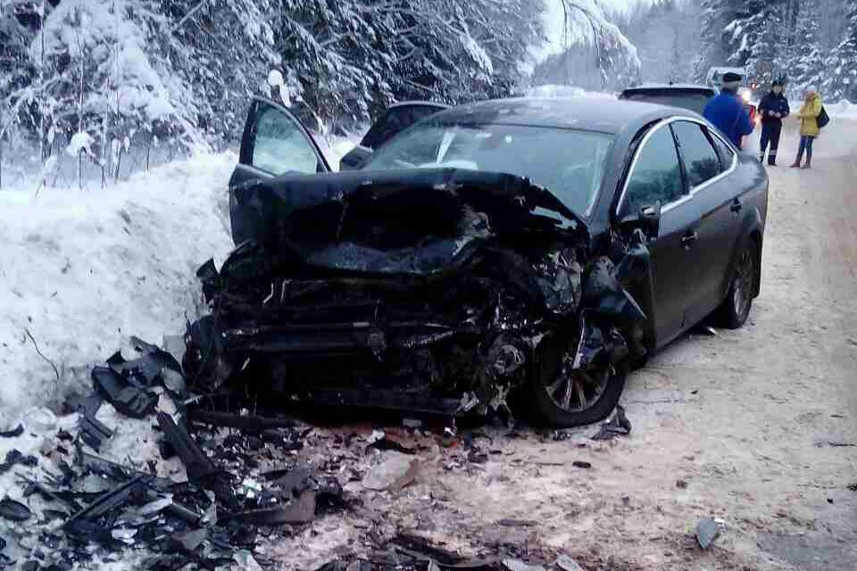 ДТП вБежецком районе: Влобовом столкновении 2-х иномарок пострадали семь человек
