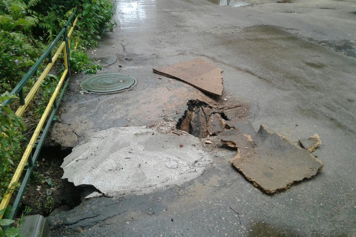 Провалы чиновников, или Почему в Тверской области новый асфальт уходит под землю