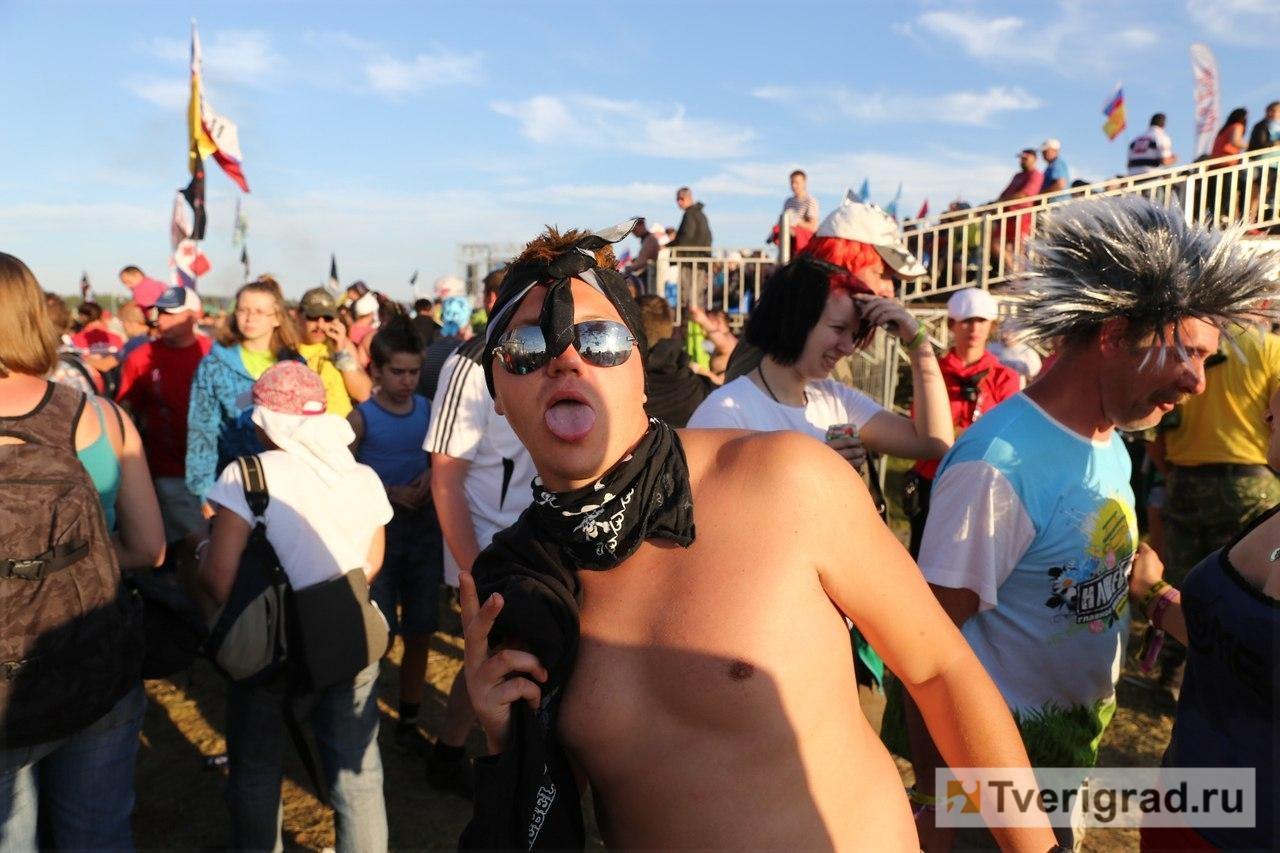 chastnoe-ero-foto-na-rok-festivale