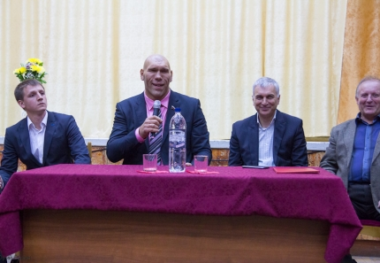 nikolai-valuev-in-tver-5