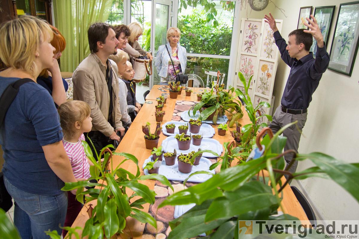 Весенние выставки растений инвентаря садовой техники