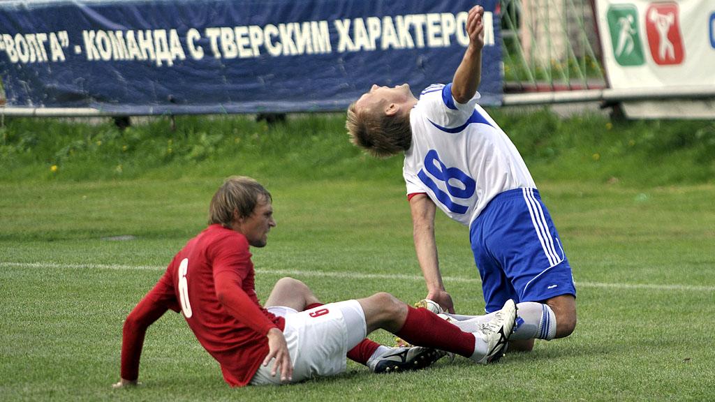Фол соперника против Сергея Коровушкина