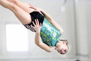 На соревнованиях по прыжкам на акробатической дорожке и двойном минитрампе