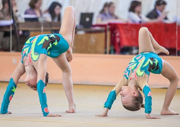 На соревнованиях по спортивной акробатике