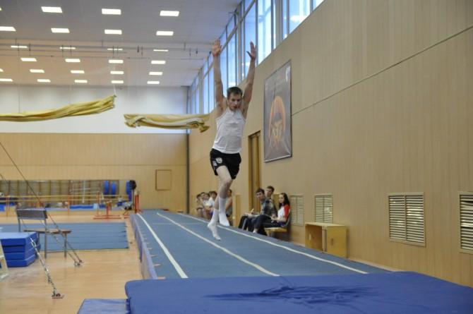 На первенстве области по прыжкам на акробатической дорожке в Торжке