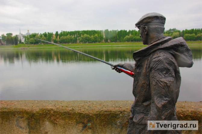 скульптура рыбак тверь