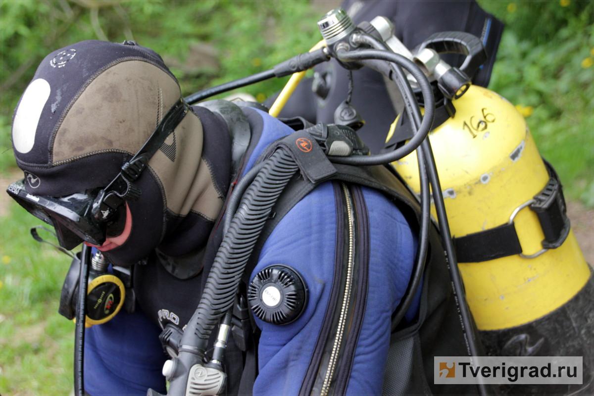 В поисках утонувших мальчика и мужчины водолазы обследовали 14 тысяч квадратных метров дна