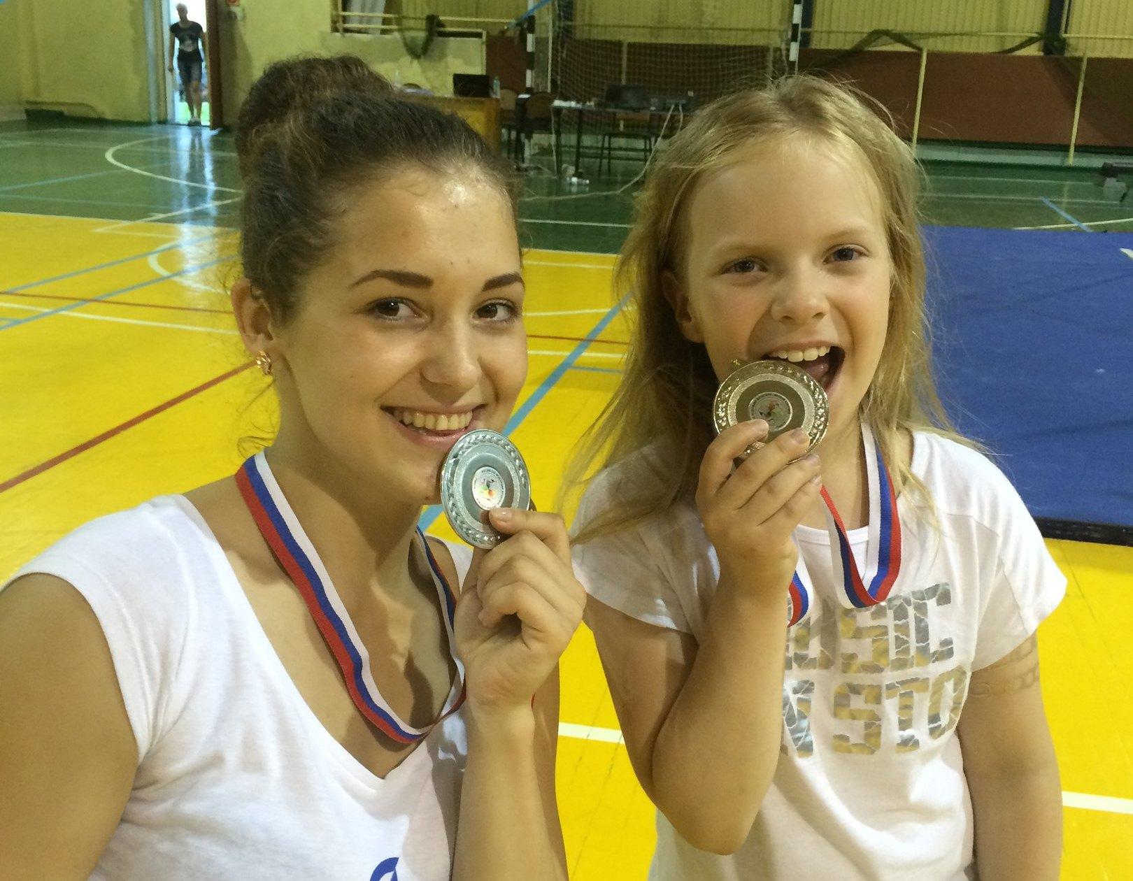 Светлана Григорьева и Злата Сагун - призеры всероссийских соревнований по воздушно-силовой атлетике