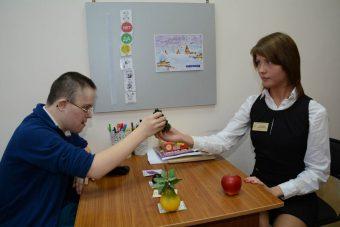 в кабинете социально-бытовой адаптации для детей с ограниченными возможностями