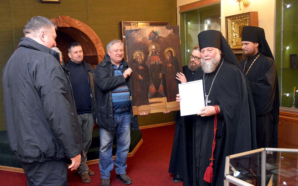 Врачи выкупили на аукционе икону XVIII века и подарили ее монастырю в Тверской области