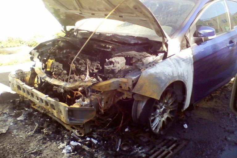 Ночью на улице 50 лет ВЛКСМ в Кимрах произошел пожар в автомобиле Ford Focus