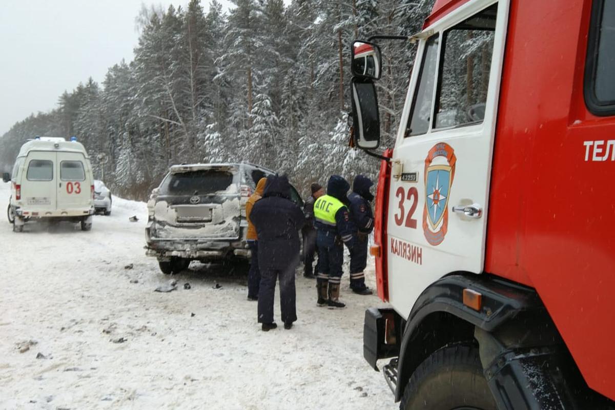 В Калязинском районе, на 111 км дороги Сергиев-Посад-Череповец, в ДТП погибли два человека