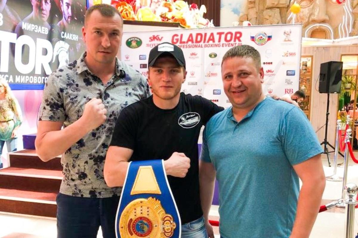 Николай Звонарев из Кимр одержал третью победу на профессиональном ринге