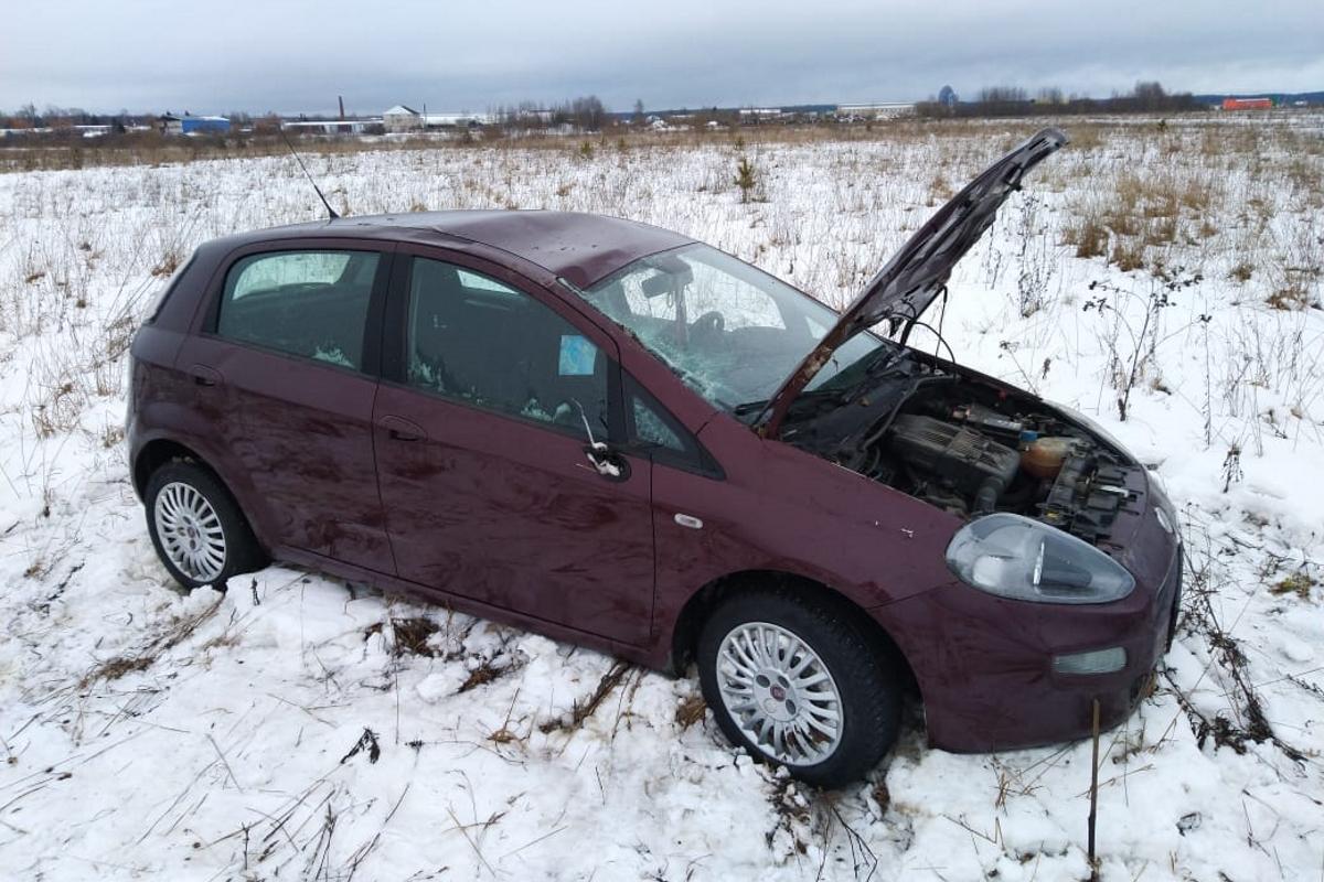 В Калязинском районе перевернулась легковушка, пострадала женщина